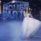 """LAURA PAUSINI porta il Natale in tv con """"Laura Xmas House Party"""" duettando con RUPERT EVERETT, SOLO SINGERS e… FABRIZIO PAUSINI"""