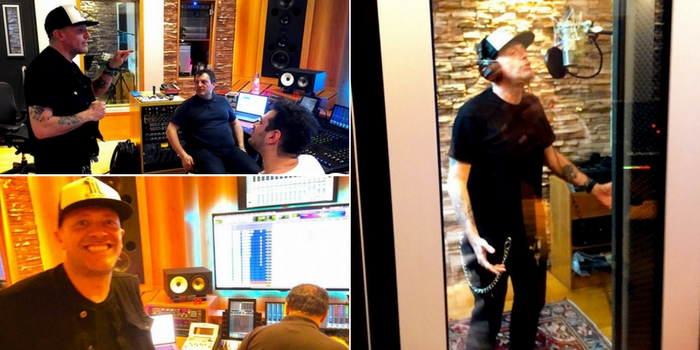 max pezzali in studio