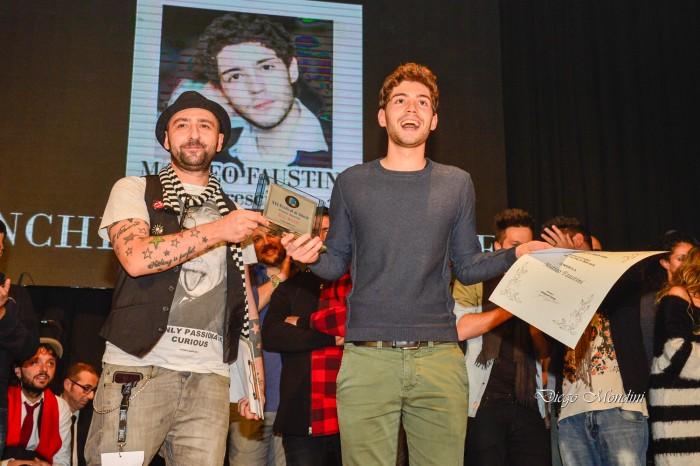 Il Direttore di All Music Italia consegna il Premio speciale a Matteo Faustini