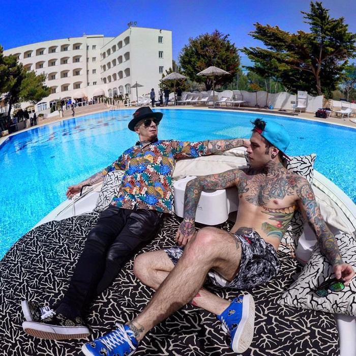 fedez-j-ax-piscina