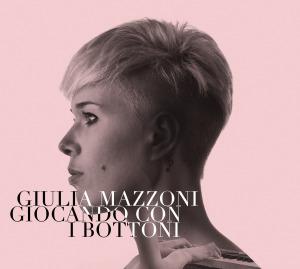 giulia_mazzoni_giocando_i_bottoni