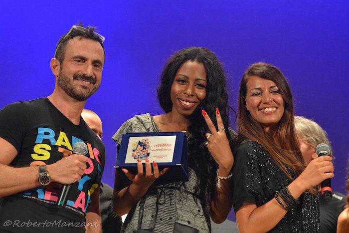 Meriam Jane con i presentatori Roberto Giannoni e Ylenia