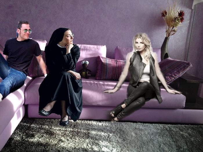 Tre cantanti un divano e le cose zozze tiziano ferro emma e sister cristina - Musica divano era ...